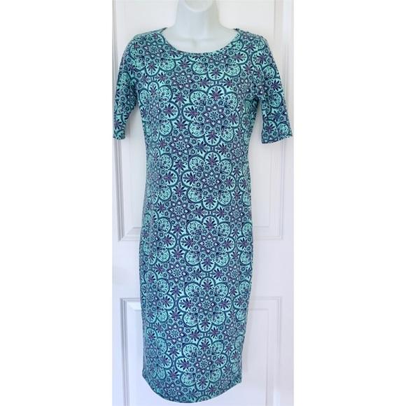 LuLaRoe Dresses & Skirts - LuLaRoe Blue Floral 1/4 Sleeve Julia Fitted Dress
